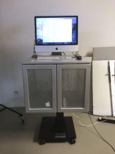 Computertisch höhenverstellbar, mit Rollen